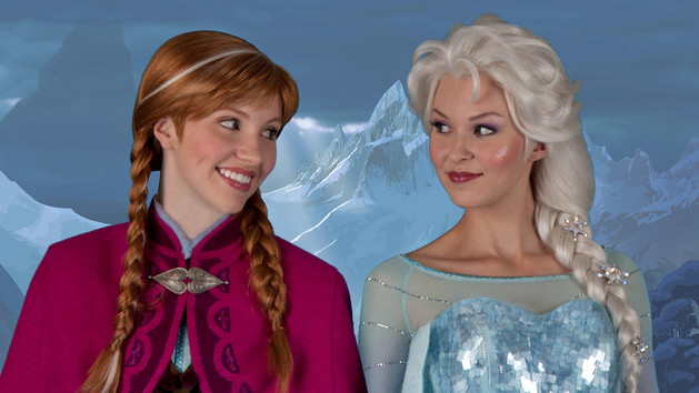 character-meet-anna-elsa-with-visiting-princess-fairytale-hall-00