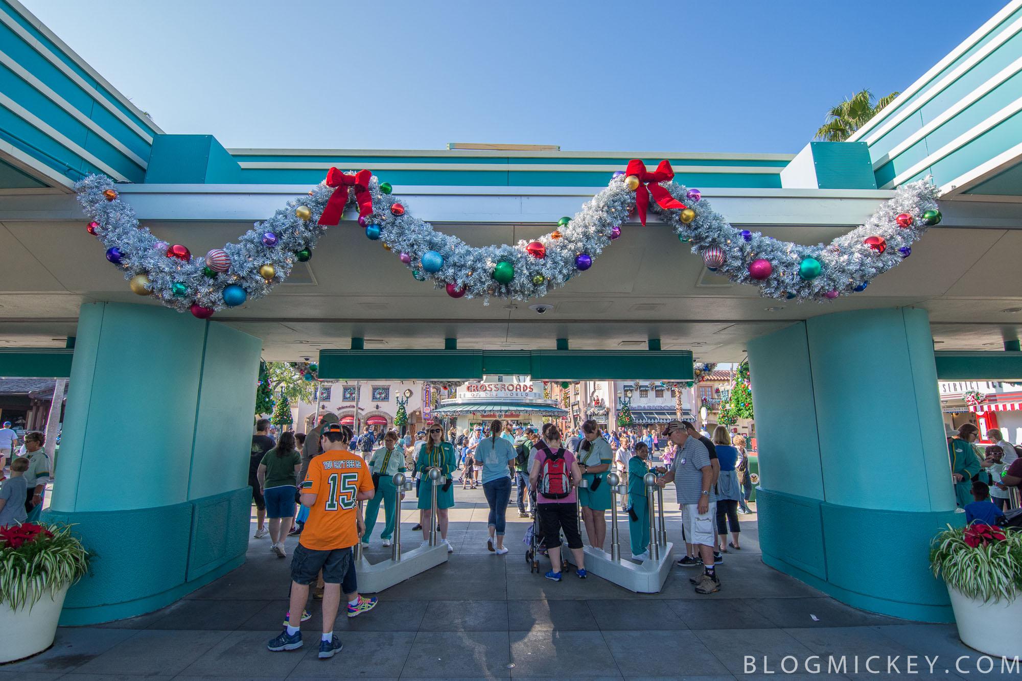 Photos: Holiday decorations at Hollywood Studios - Blog Mickey