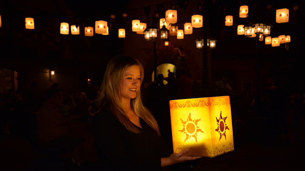 """Tangled"""" lantern photo op has been extended indefinitely - Blog Mickey for Lantern Festival Tangled  58cpg"""