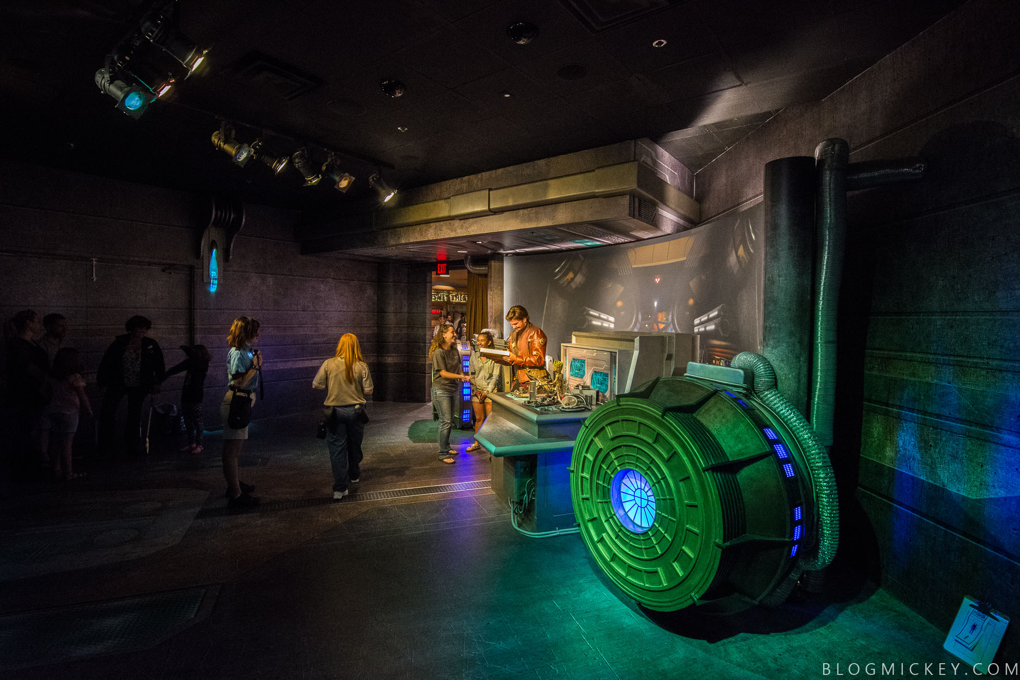 Photos video meet star lord and baby groot at disneys hollywood meet and greet space with star lord and baby groot at hollywood studios m4hsunfo