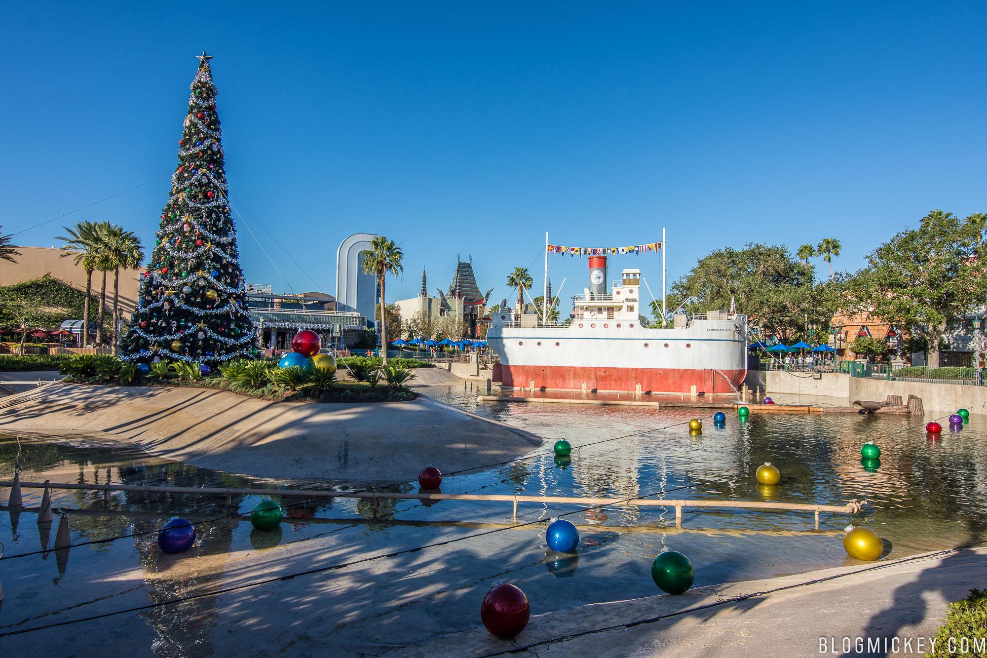 Photos Holiday Decorations Debut On Echo Lake At Disney S