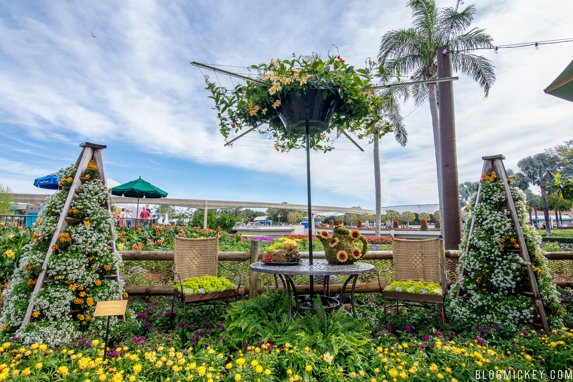 Review The Honey Bee Stro 2018 Epcot Flower And Garden