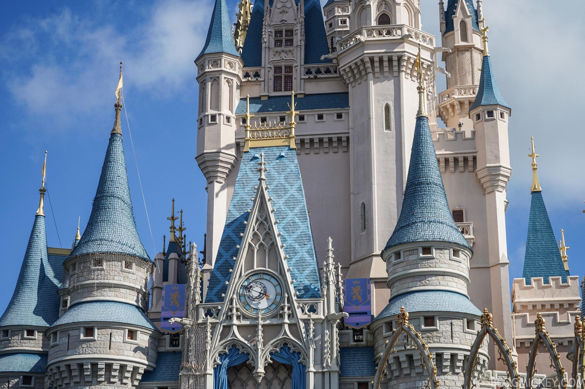 Cinderella Castle Christmas Lights.Photos Cinderella Castle Dreamlights Installation Has