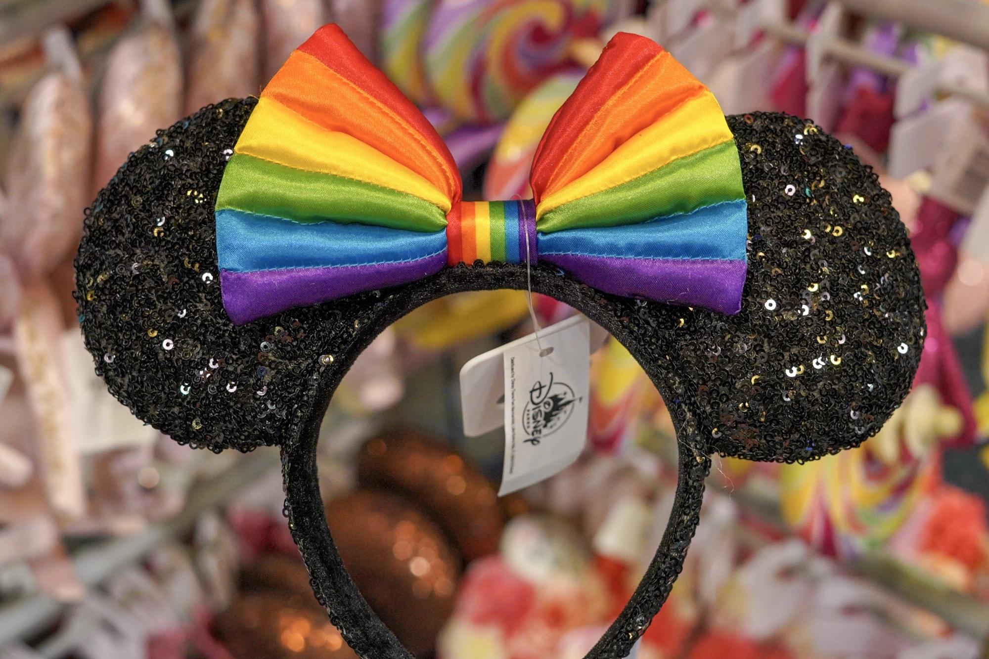 Christmas Minnie Ears 2019.New Pride Ears Arrive At Walt Disney World