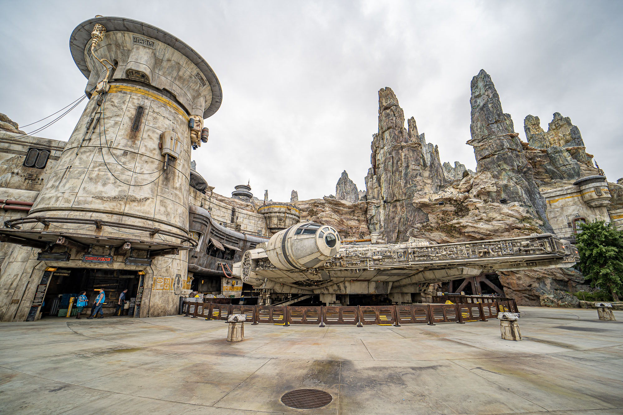 Vip Tours Will Be Allowed In Star Wars Galaxy S Edge On Opening Day At Disney S Hollywood Studios