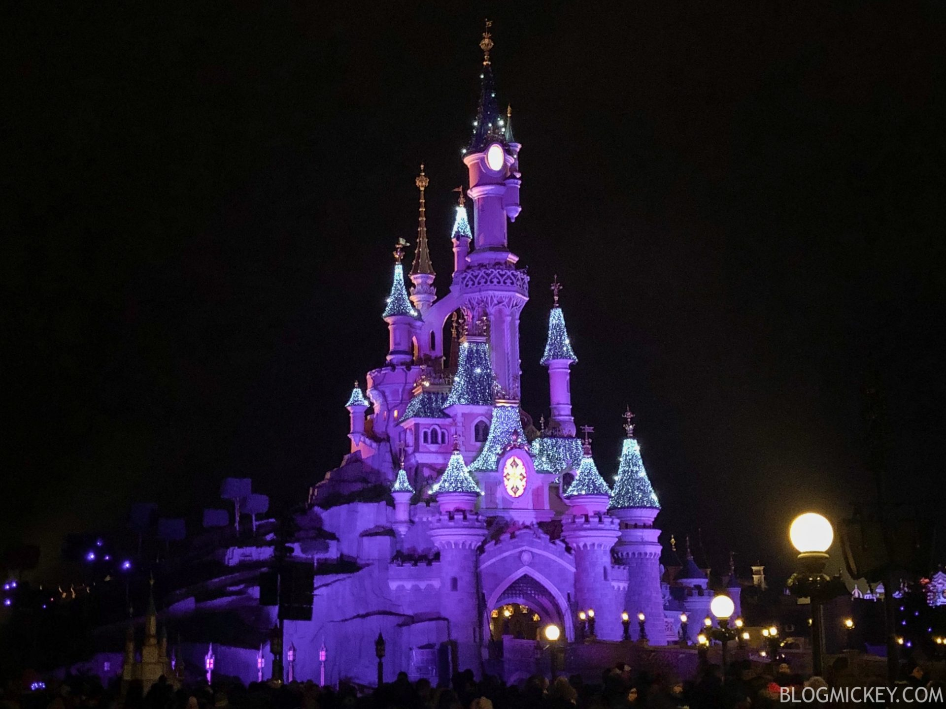 Disneyland During Christmas.New Projection Mapping To Replace Christmas Lighting On