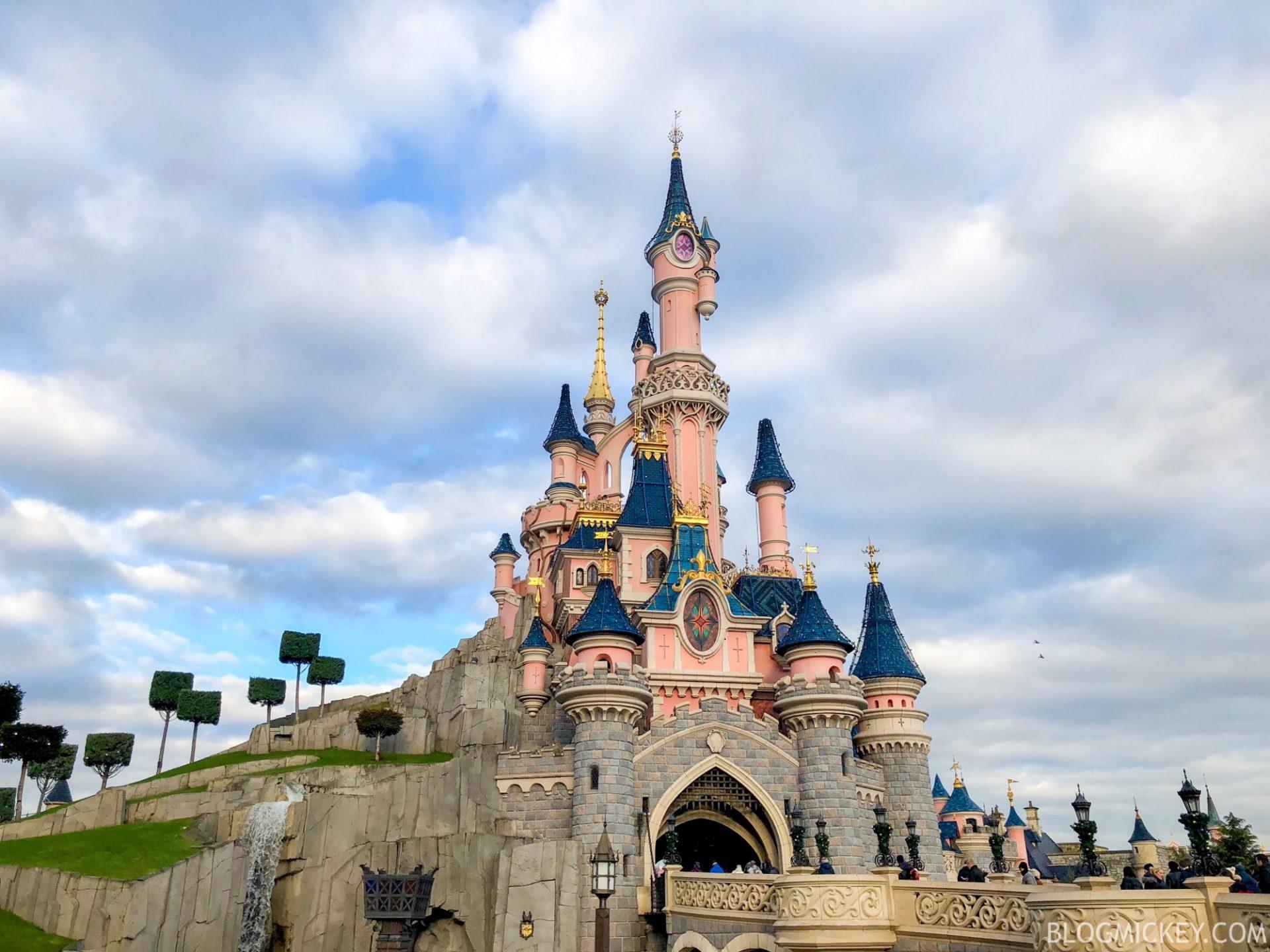 Disneyland Paris At Christmas 2019.Rumor Sleeping Beauty Castle May Undergo Extensive