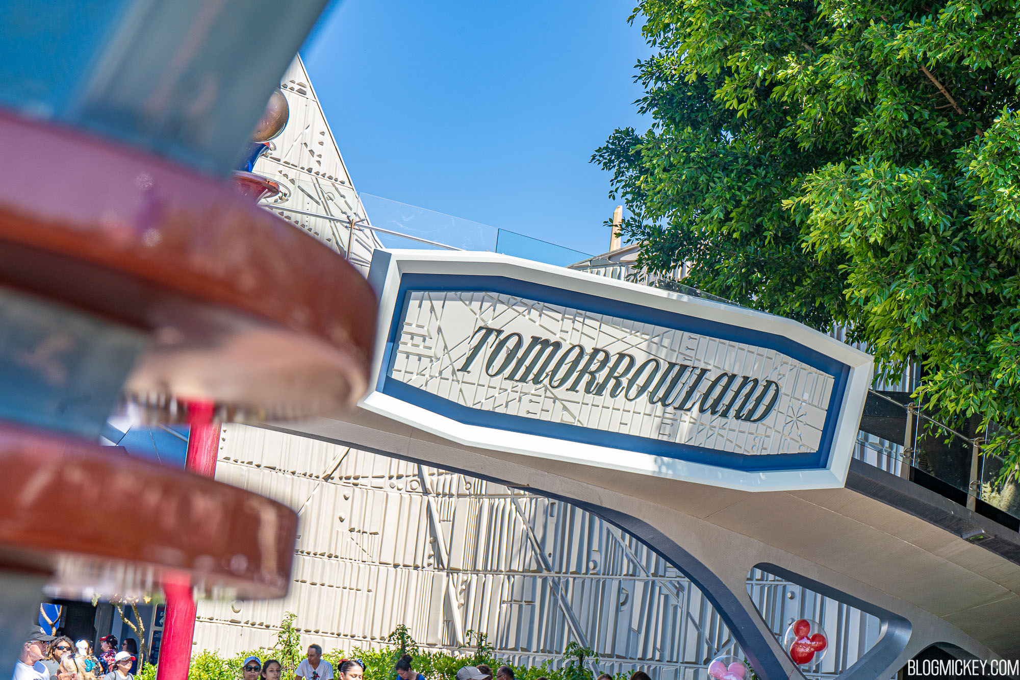 Pilot Program Will Remove Some FastPass Distribution Points from Tomorrowland Attractions at Disneyland; No More Paper Reminders - Blog Mickey